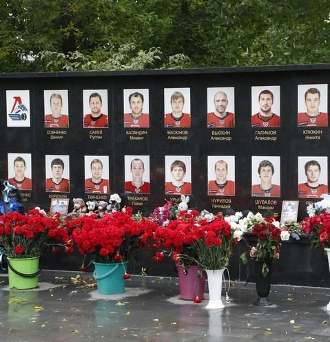 47864 «Почему это случилось с нашей командой?»: 8 лет со дня гибели спортсменов хоккейного клуба «Локомотив»