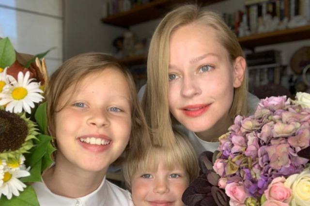 47802 Юлия Пересильд, Филипп Киркоров, Елизавета Боярская и другие звезды проводили детей в школу