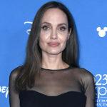 Анджелина Джоли о том, почему удалила обе груди: «Я хотела увидеть, как растут мои дети»