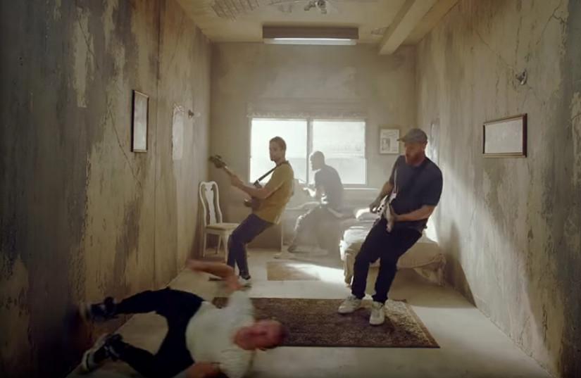 48625 Coldplay — Orphans, новый клип