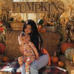 48465 Кайли Дженнер с дочерью Сторми и племянниками съездила на тыквенный базар перед Хэллоуином