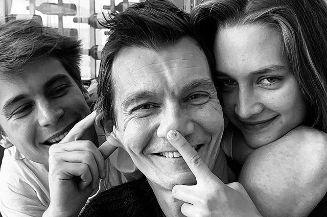 48367 Оксана Фандера поздравила мужа Филиппа Янковского с днем рождения и поделилась редкими семейными снимками