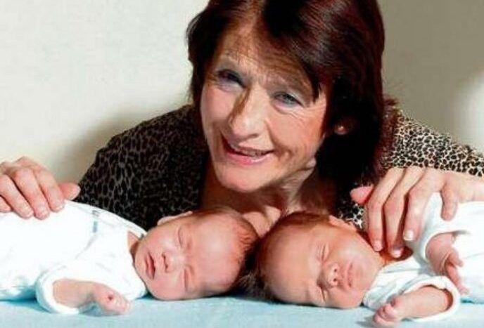 48995 Позднее материнство: стоит ли так рисковать? Самая старая мать оставила близнецов сиротами в 3 года