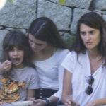 48667 Редкий кадр: Пенелопа Крус с детьми в Мадриде