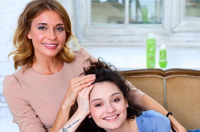 49248 18-летняя дочь Любови Толкалиной и Егора Кончаловского вышла замуж