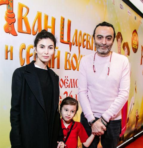 49409 Джаник Файзиев познакомил старшую дочь с ребенком от Светланы Ивановой