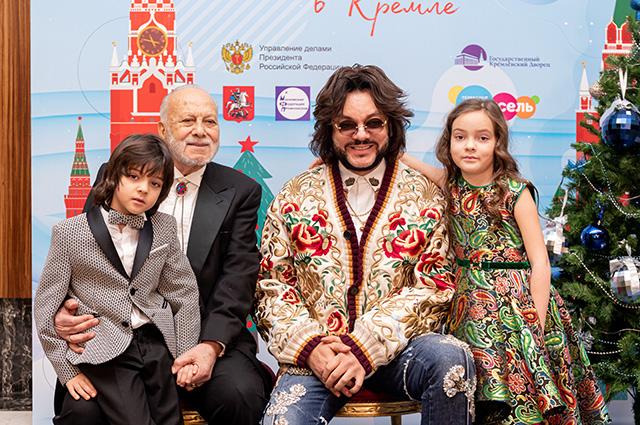 49457 Филипп Киркоров, Елена Темникова, Юлия Волкова и другие звезды с детьми на кремлевской елке