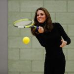 49208 Кейт Миддлтон берет уроки тенниса в закрытом спортивном клубе