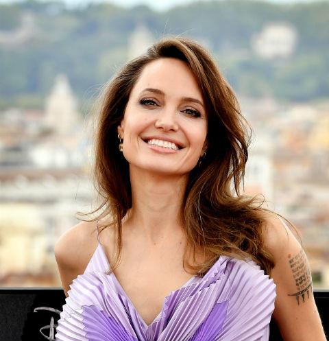 49220 Резко постаревшую Анджелину Джоли перестали узнавать