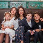 50318 Как две капли: Екатерина Климова показала свою 17-летнюю дочь