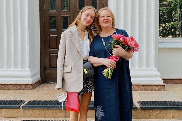В сети обсуждают новые фото внучки Никиты Михалкова и прочат ей модельную карьеру