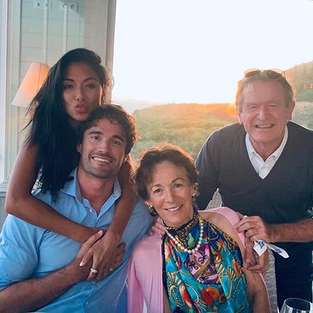 Николь Шерзингер и Том Эванс с его родителями