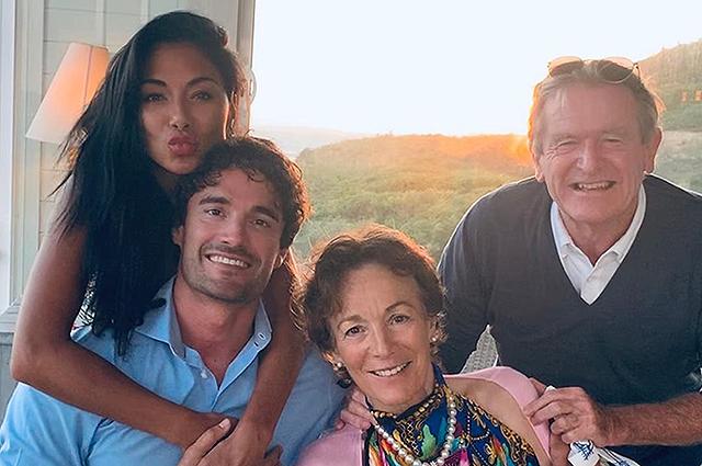 Том Эванс познакомил Николь Шерзингер со своими родителями