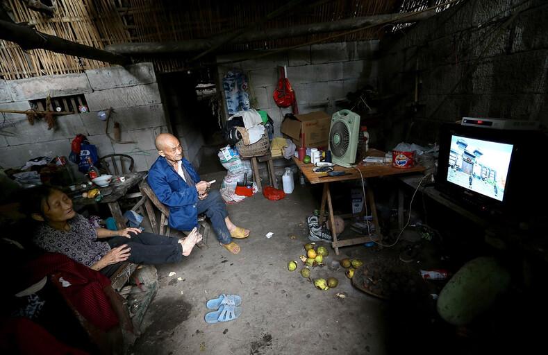 Супруги уже 60 лет живут в пещере и выезжать не собирается
