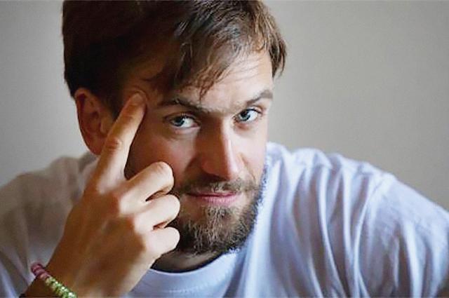 """Взлом квартиры и нападение провокатора: что известно о новом задержании издателя """"Медиазоны"""" Петра Верзилова"""