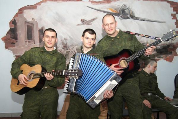 В армии парень играл в оркестре на аккордеоне