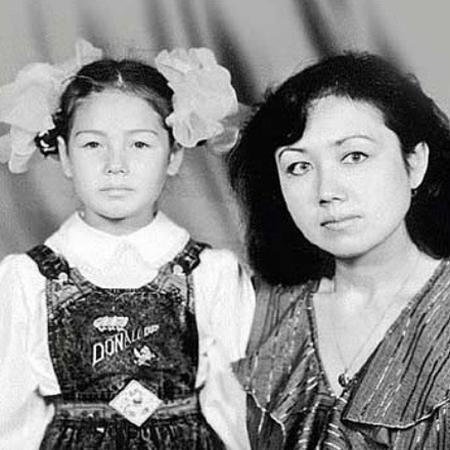 Маленькая Ляйсан Утяшева с мамой Зульфией
