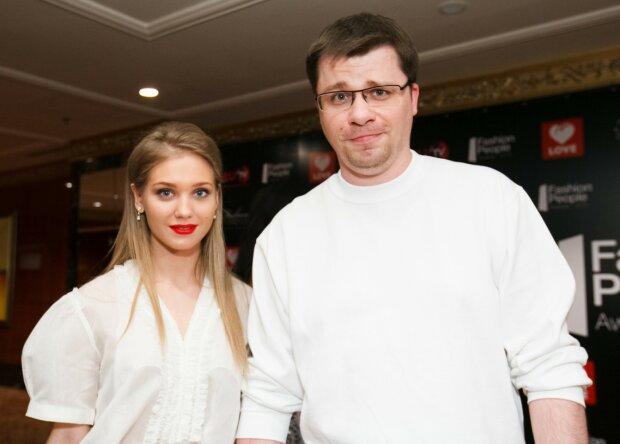 54407 Гарик Харламов показал своих сестер-двойняшек. Подписчики восхищаются их красотой