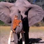 56806 Как сейчас живет девочка-Маугли, которая все детство провела среди слонов и гепардов? Сейчас ей 30 лет