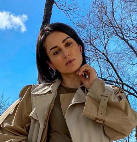 55921 Канделаки – Собчак: «А почему женщина с очень плохой кожей, опухшим лицом и синяками рекламирует косметику?»