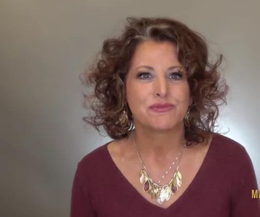 50-летняя женщина обратилась к стилистам за помощью. Понравится ли ей преображение?
