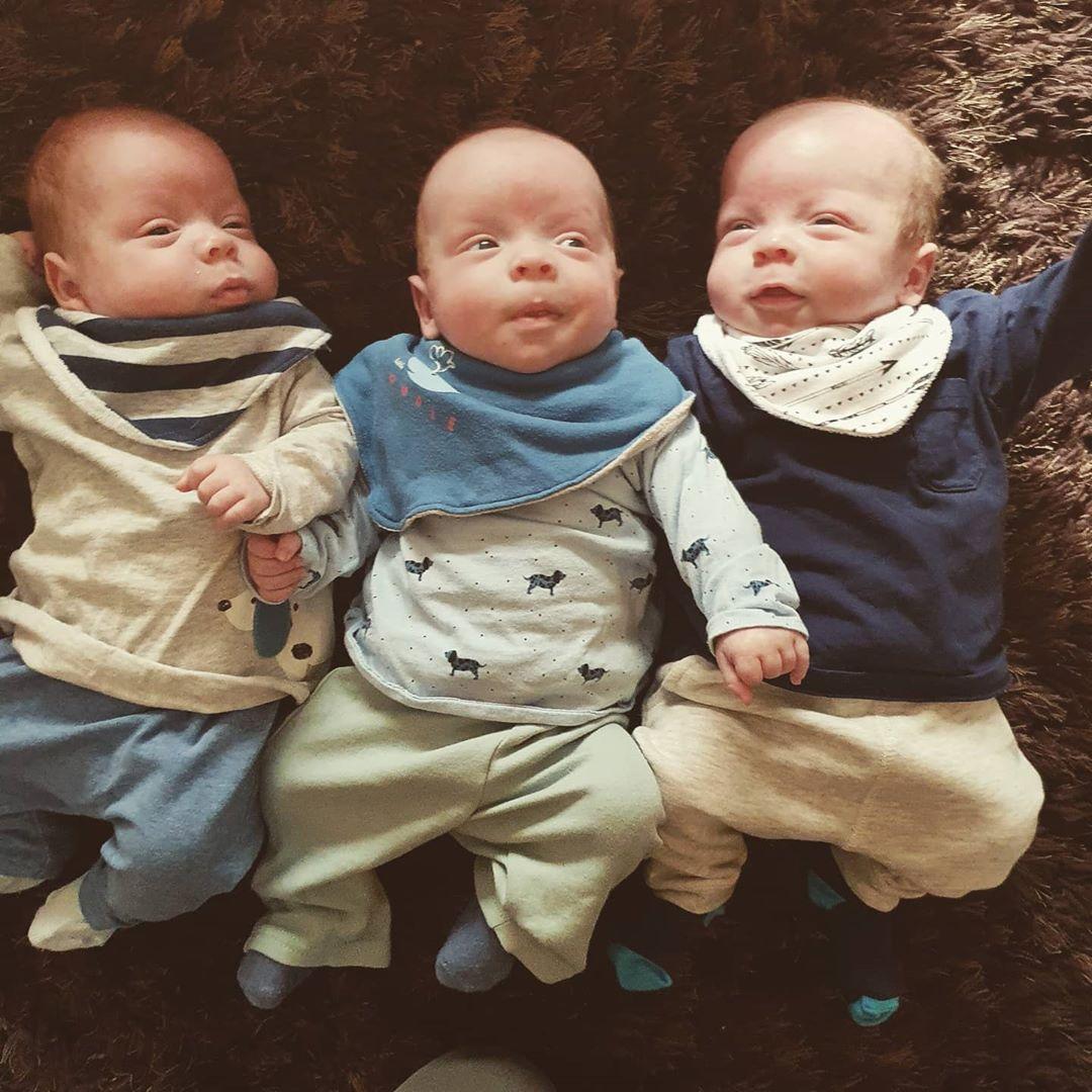 Женщина родила абсолютно идентичных тройняшек, которых и сама не различает