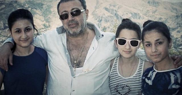 Михаил Хачатурян с дочерьми