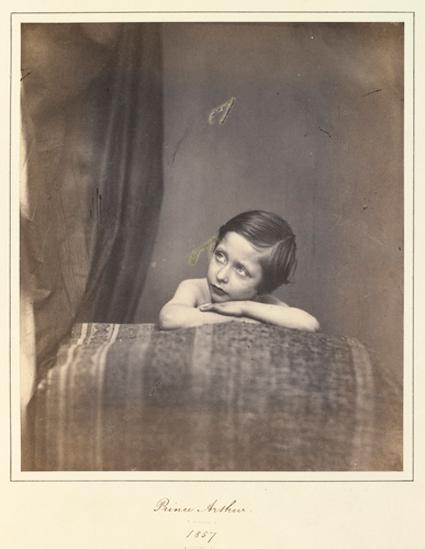 """Портрет принца Артура, 1857 год. Считается, что вдохновением для кадра послужила картина """"Сикстинская Мадонна"""""""