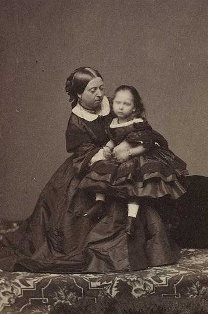 Королева Виктория с дочерью, принцессой Беатрис