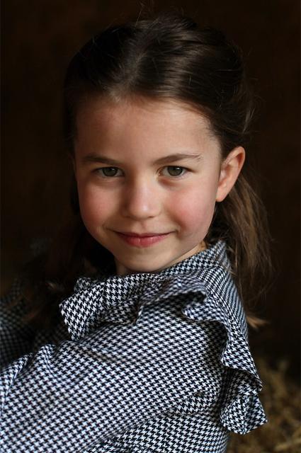 Портрет принцессы Шарлотты, сделанный Кейт Миддлтон