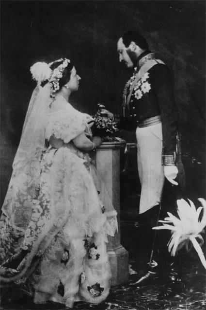 Постановочное свадебное фото королевы Виктории и принца Альберта, 1854 год