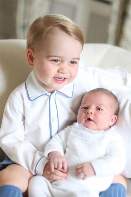 Принц Джордж и принцесса Шарлотта, 2015 год. Фото сделано Кейт Миддлтон