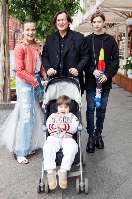 Игорь Миркубанов с семьей