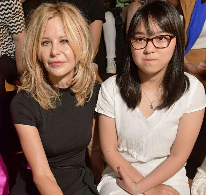 14 лет назад актриса Мег Райан удочерила девочку из Китая, и вот какой она выросла