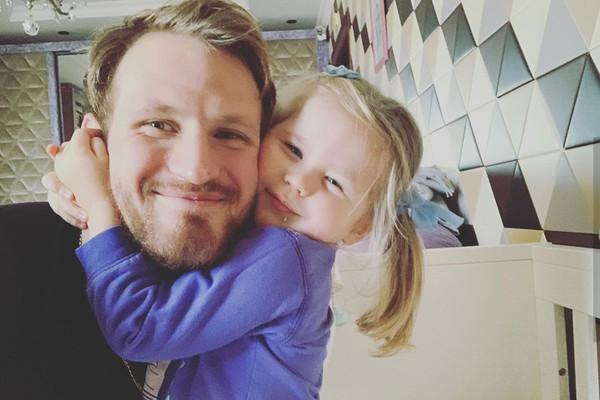 Телегин не проявляет интереса в общении с ребенком