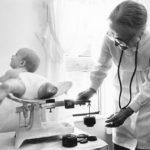 60655 Лейла Денмарк — великий педиатр. Спасая собственную дочь, она спасла мир от коклюша