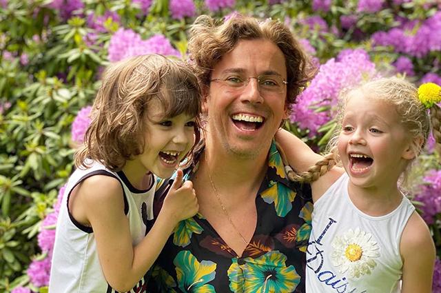 58312 Максим Галкин показал видео с семейного пикника с Аллой Пугачевой, детьми и родными
