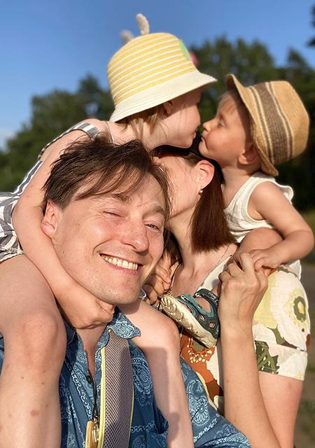 Сергей Безруков и Анна Матисон с детьми
