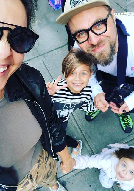 Ольга Шелест и Алексей Тишкин с дочерьми