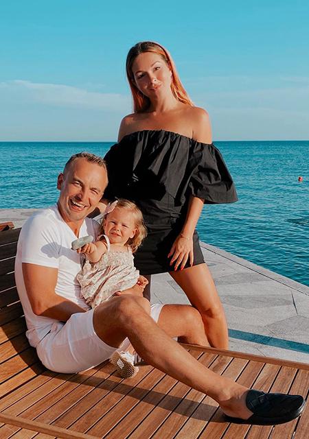 Игорь Сивов и Нюша с дочерью Симбой