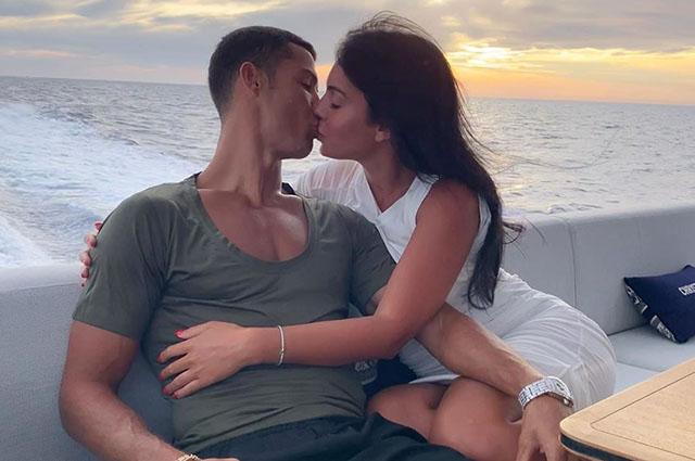 Джорджина Родригес и Криштиану Роналду спровоцировали слухи о своей помолвке