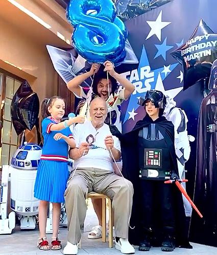 Филипп Киркоров с отцом Бедросом и детьми
