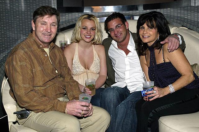 Бритни Спирс с отцом, матерью и братом