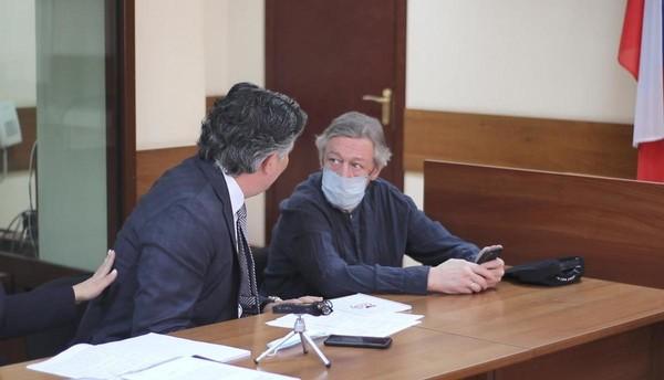 Актер со своим адвокатом Эльманом Пашаевым