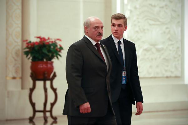 Николай везде сопровождает отца