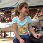 66439 Маленькая девочка поделилась едой с бездомным. Этот добрый поступок изменил его жизнь