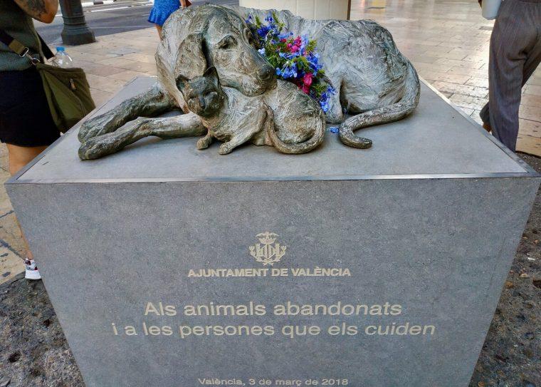 65554 Монумент «Бродячие» — памятник милосердию животных и человеческому эгоизму
