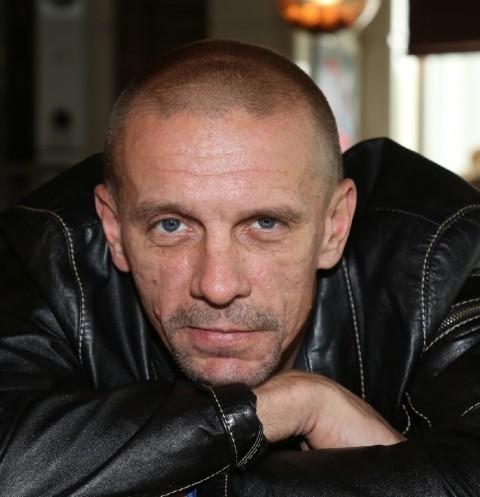 68054 Звезда фильма «Ворошиловский стрелок» Алексей Шевченков полтора года скрывал третьего ребенка