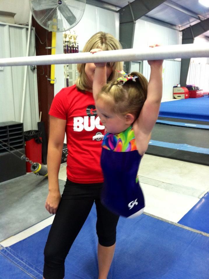 8-летняя девочка, которая родилась без ног стала профессиональной гимнасткой