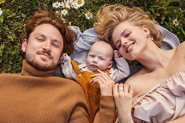 Александра Бортич опубликовала первый семейный портрет с новорожденным сыном
